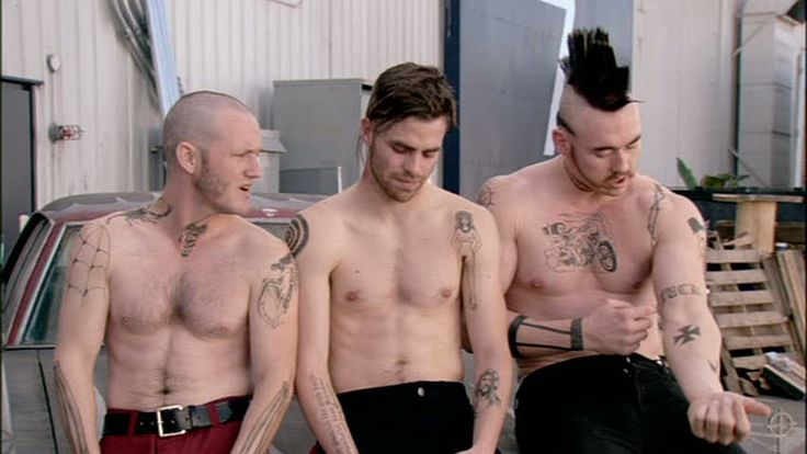 Kevin Durand Image: Smokin' Aces - Interview Chris Pine in da middle. How have I never heard of this movie...yummy.