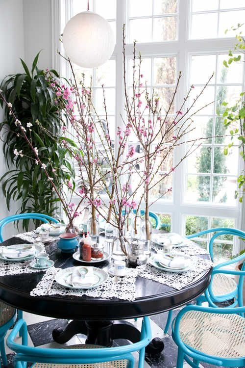 only in springtime: Breakfast Rooms, Dining Rooms, Cherries Blossoms, Design Homes, Tables Sets, Design Interiors, Blue Chairs, Centerpieces, Homes Interiors