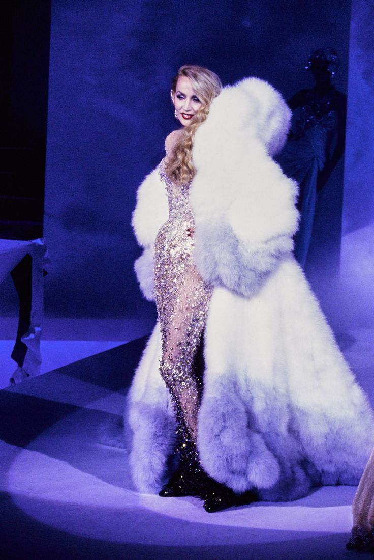 Jerry Hall at Thierry Mugler Haute Couture F/W 1995 ...