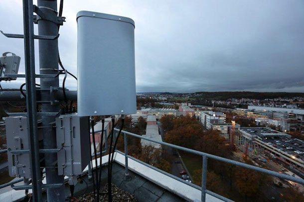 L'offre 4G Box de Bouygues Telecom n'a pas un mois que déjà Orange tente de s'aligner avec une offre à venir d'Internet pour le domicile basée sur son réseau 4G. De quoi court-circuiter le déploiement de la fibre dans des zones jugées souvent peu rentables.