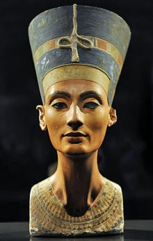 """It is more than 3300 years old and is still adored: Nefertiti, chief wife of the Egyptian Pharaoh Akhenaton. Born in 1370 BC in what is now Syria Taduschepa princess, she was later named Nefertiti - in German """"The beautiful one has come."""""""