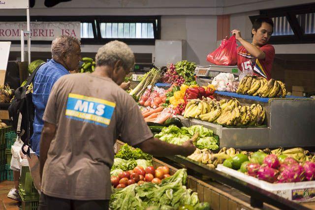 Marché de la Moselle à Nouméa, Nouvelle-Calédonie © Claire Angot. http://www.lonelyplanet.fr/article/8-experiences-vivre-en-nouvelle-caledonie