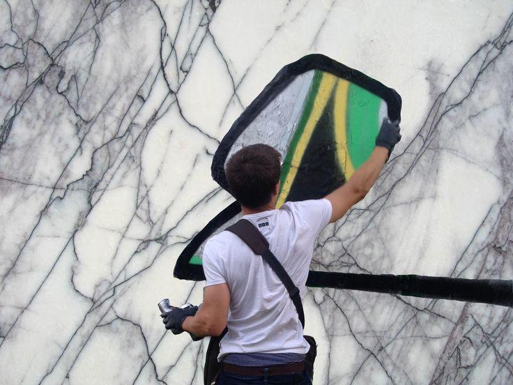у уличных художников есть табу - не рисовать на мраморе