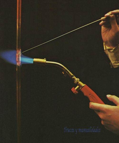 Herramientas para soldar. Se han seleccionado varios útiles de calentamiento adaptados a las necesidades del bricolador: soldar, calentar, quemar, tostar,