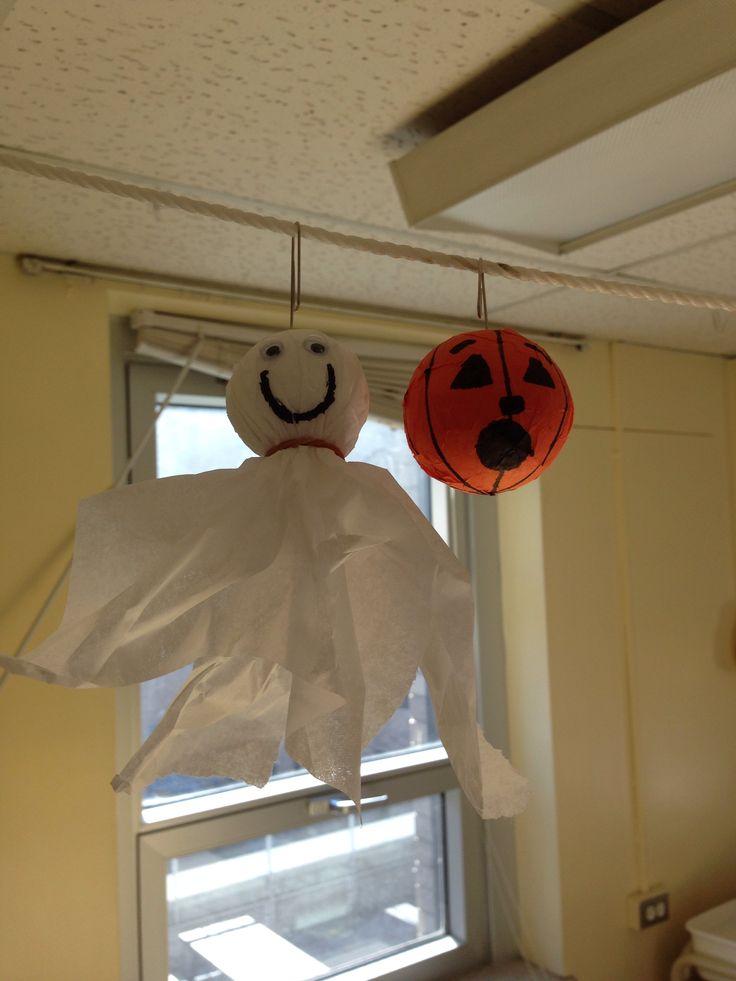 Petit fantôme et citrouille créé pour décorer mon local