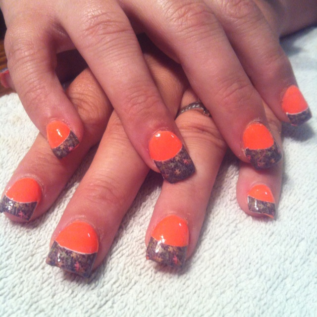 Mossy Oak camo acrylic nails... would love them if they had pink not   orange