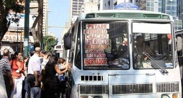 Los gremios del transporte en Caracas anuncian que el pasaje mínimo subiría a Bs.600 el 1º de diciembre, tras reunirse con el ministro de Transporte, Juan