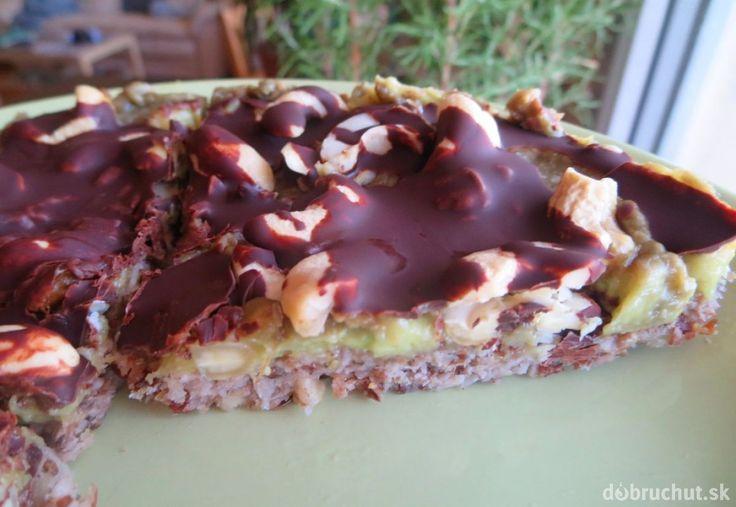 Fotorecept: Bezlepkový raw koláč s avokádovým krémom