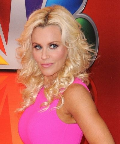 Jenny McCarthy officially lays claim to Chicago Bear Brian Urlacher