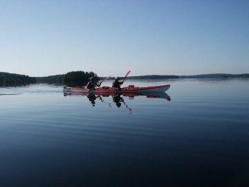 Martinpiha kajakkimelontaa järvellä #Finland