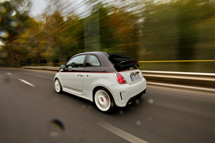 Abarth 500C Esseesse with roof down even in autumn...
