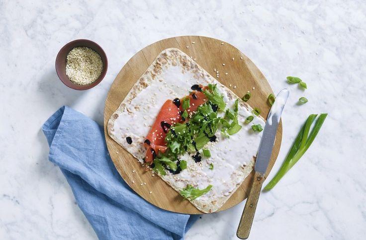 Smakfulle lefser med Kavli magerost, røykelaks og balsamico-creme - passer perfekt til mellommåltid eller lunsj.