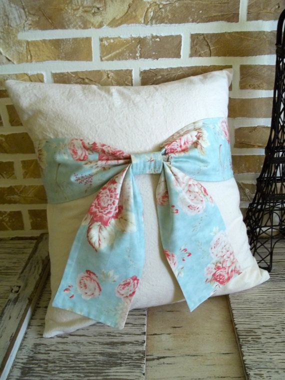 Such a beautiful bow pillow idea. Vintage look and can vary in colour to suit different room styles