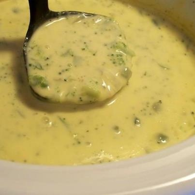 ☆.•♥•Velveeta Broccoli & Cheese Soup Recipe!•♥•☆   1/2 cup green pepper, chopped   1/2 cup onion, chopped   2 tablespoons butter or 2 tablespoons margarine   1 (10 ounce) can cream of chicken soup   1 1/2 cups milk   1 lb Velveeta cheese, cubed   1 (10 ounce) package frozen chopped broccoli   Directions:  1 Sauté onion and green pepper in butter.   2 Combine all ingredients on low in crockpot for 3-4 hours. Do not add salt