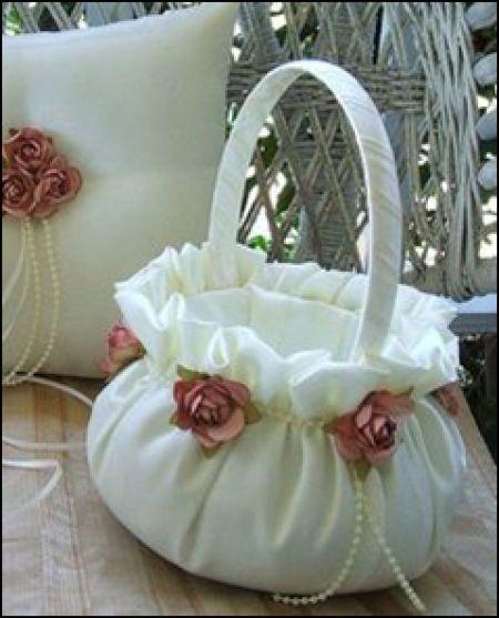 canastas para pajes de boda vintage - Buscar con Google                                                                                                                                                                                 Más
