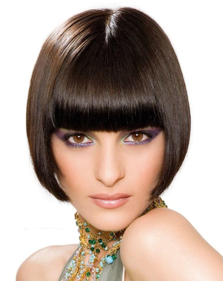 Rambut, Pembentukan Gaya dan Potongan Rambut: Potongan Rambut Sleek Line Bob dengan Poni untuk W...