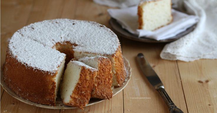 Angel cake, un dolce leggero senza burro o olio nell'impasto e nemmeno latticini di altro genere... Solo albumi, zucchero e un po' di farina! Provatelo!