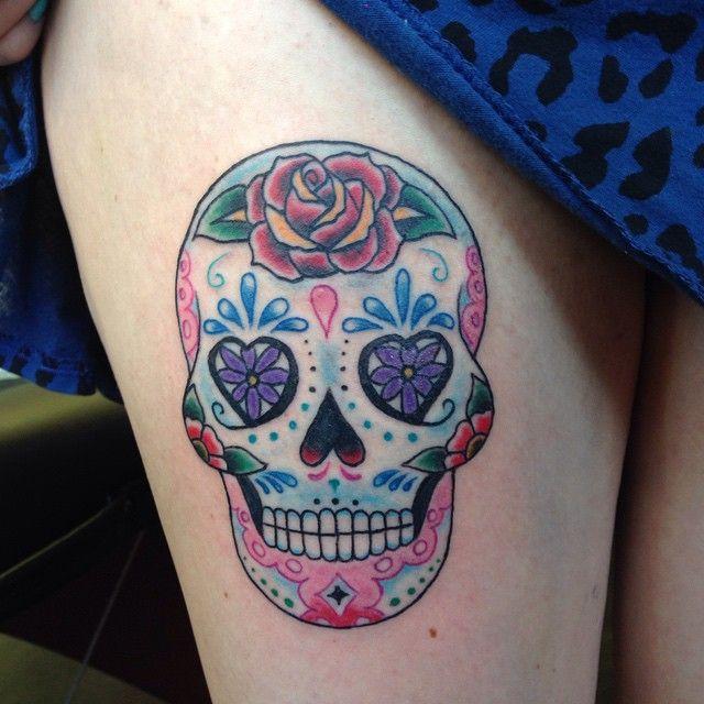 Caveira Mexicana Tattoo | rosa perna oldschool