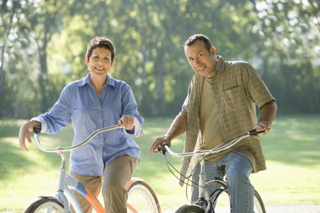 Deciding when to retire is scary. This retirement guide is sure to help - it covers the essentials from ages 50 - 70.: Retiring at 62