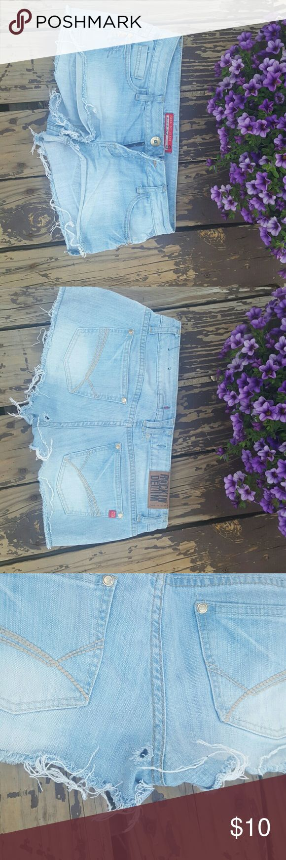 Cut off jean shorts Size 9 cut off supee short shorts. Has hole by but but it came like that. Zana di jeans Zana Di Shorts Jean Shorts