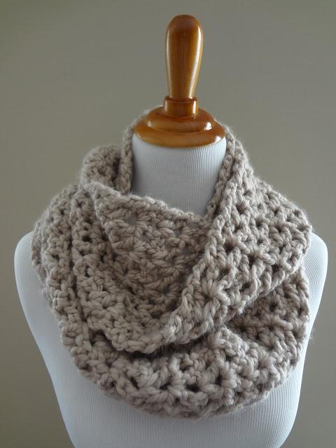 Patròn y formas de llevar bufanda circular de ganchillo