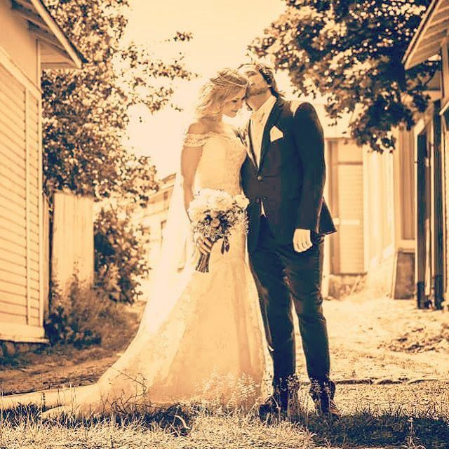 Those sweet kisses ❤ #ido #summerwedding #weddinphotography #weddingideas #wedding #married #husbandandwife #bestdayever #oldrauma #vanharauma #finland #iloveyou #nowandforever #togetherforever #meandyou #mykindofheaven (photo: jussijeremiaphotography)