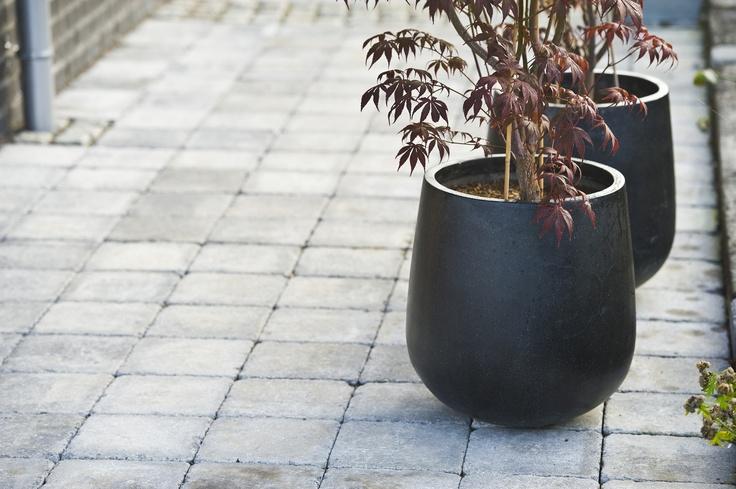 Rådhus tromlet helle i gråmix. Kjempefin å bruke som belegg i oppkjørsel, i hagen eller på terrassen.  Meget anvendelig med sine 6cm.