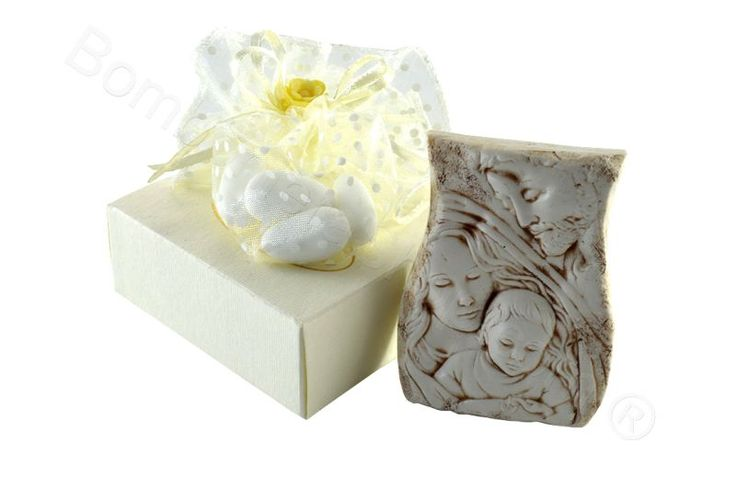 Medium bas-relief object of the Holy Family complete with a favour pouch and dragees. Ideal as a Baptism favour for baby boys and girls. http://www.bombonierashop.com/en/department/5/Birth-and-Baptisms.html