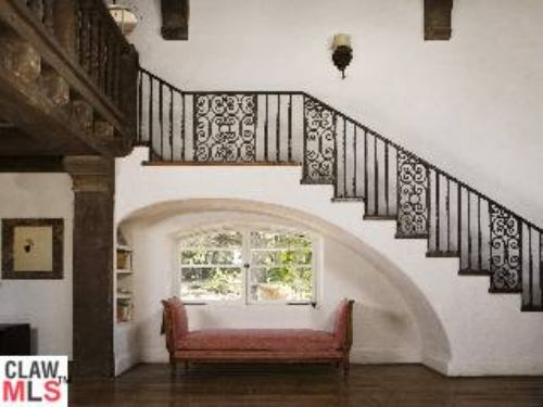 Such a cosy place under the stairs - From Reese Witherspoon's house