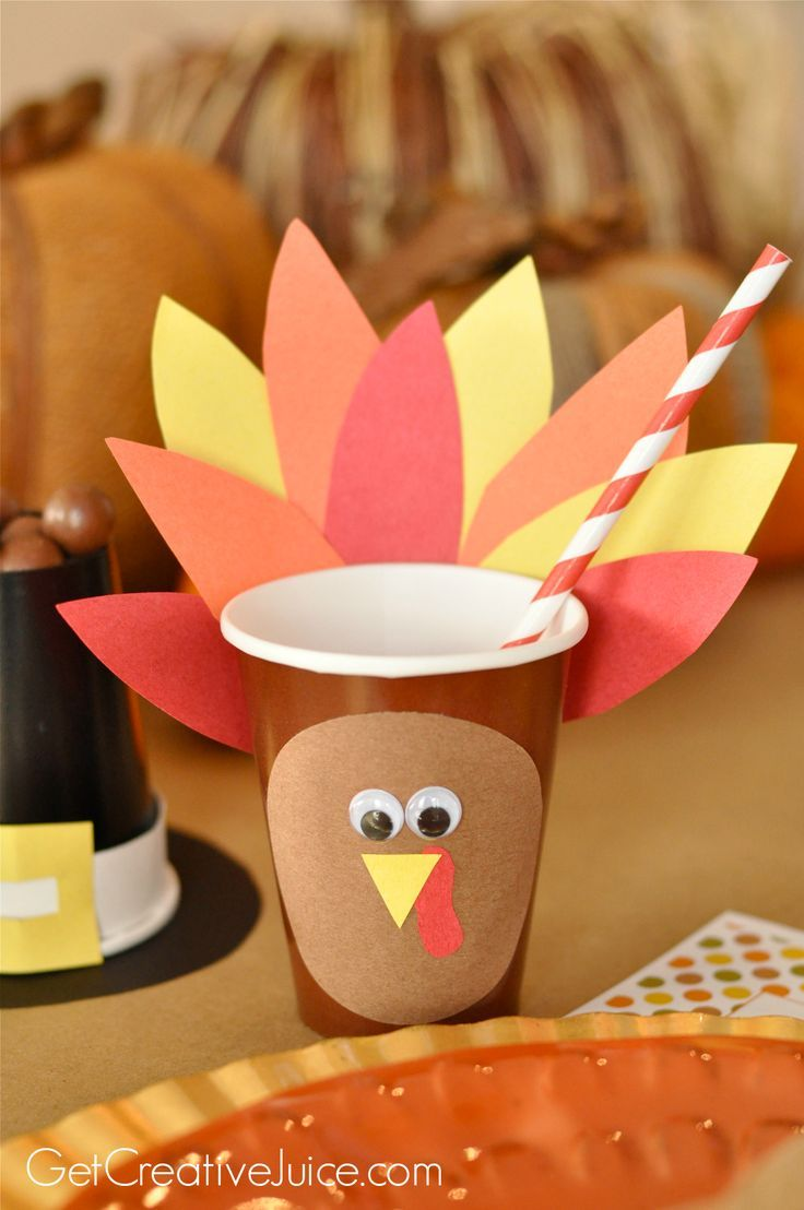 We love these DIY paper cups for a kid's Thanksgiving table.