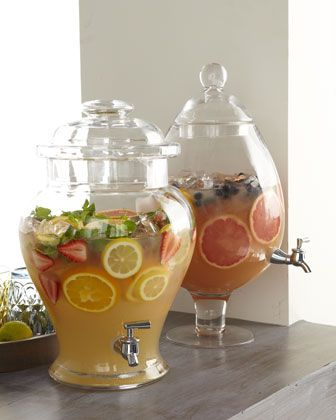 Barriles dispensadores de cocteles, jugos de frutas frestas, cafe o te helado.