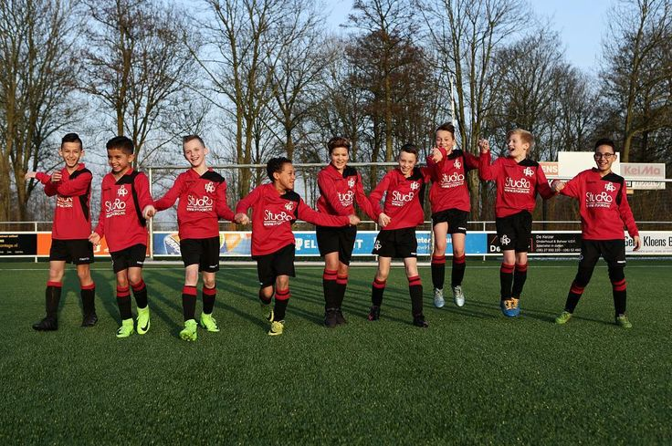 TAKE MY HAND WE WILL GET THROUGH THIS TOGETHER! - #project365 #day77 #photochallenge #voetbalteam #voetbal #football #soccerboys #multicultural #mixedboys #mixedculture #oneteam #onelove #respect #motivation #E1 #JO11_1 #persistance #stucro #EBOH #dordrecht #redisthecoloroflove #foto #fotografie #voetbalfotografie #soccerphotography #nowitsyourturn #spreadthelove #geefjeookop #fotoshoot #MAKELOVENOTWALLS