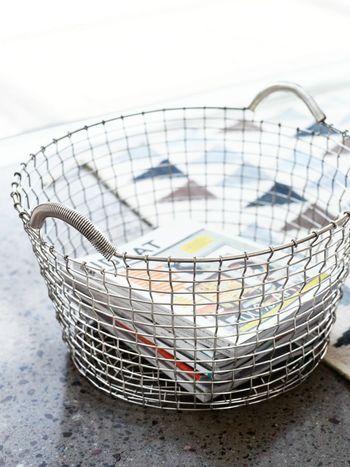 1922年から作られているスウェーデン製のワイヤーバスケット「コルボ」。 かつては農業や漁で使われていたバスケットなんだそうです。シンプルで流行に左右される事の無い美しいデザインと機能性の高さが魅力的で、昨今はインテリアアイテムとして多くの人々に愛されています。