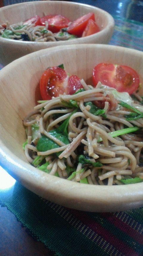 余った蕎麦をさっぱりとサラダにしました☆爽やかな風味でおいしく食べられます^^