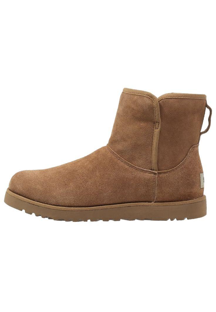 ¡Consigue este tipo de zapatillas altas de UGG ahora! Haz clic para ver los detalles. Envíos gratis a toda España. UGG CORY Botines che: UGG CORY Botines che Zapatos   | Material exterior: piel ovina, Material interior: piel de borrego, Suela: fibra sintética, Plantilla: lana | Zapatos ¡Haz tu pedido   y disfruta de gastos de enví-o gratuitos! (zapatillas altas, alta, bota, zapatillas medias, high, high-tops, high top, bota, botas, boot, boots, corte alto, hohe sneakers, tenis altos, ch...
