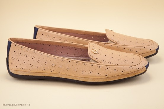 A featherweight shoe, 100% Hand Made in Italy. - Una calzatura dal peso piuma, 100% Hand Made in Italy. http://store.pakerson.it/woman-moccasins-22345-biscotto.html