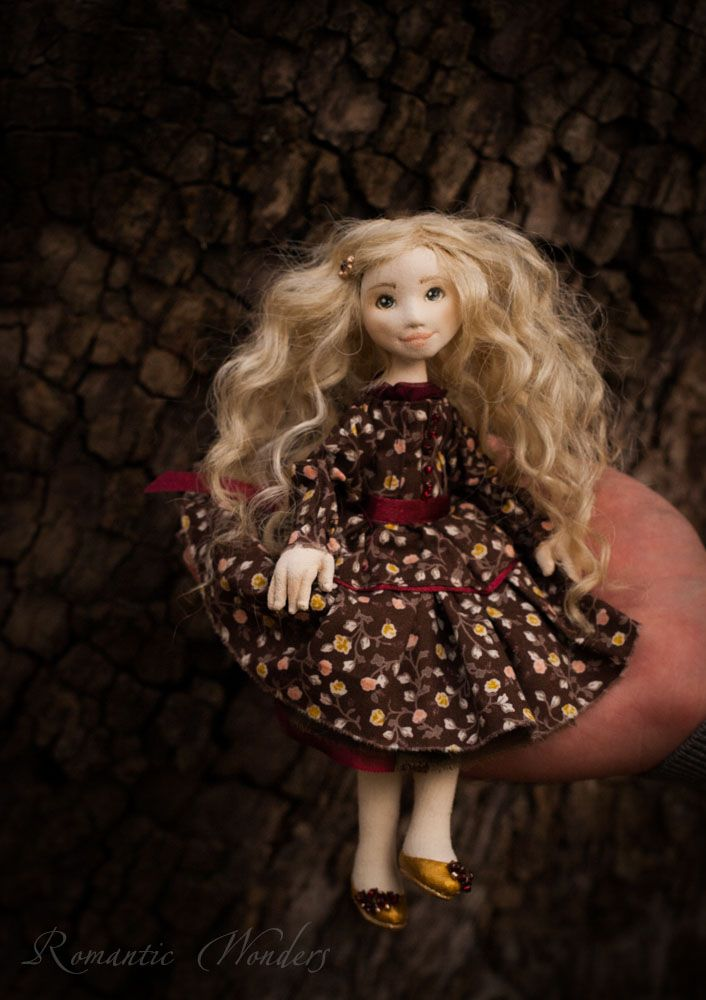 ''Linda'' a handmade ooak textile doll by Romantic Wonders