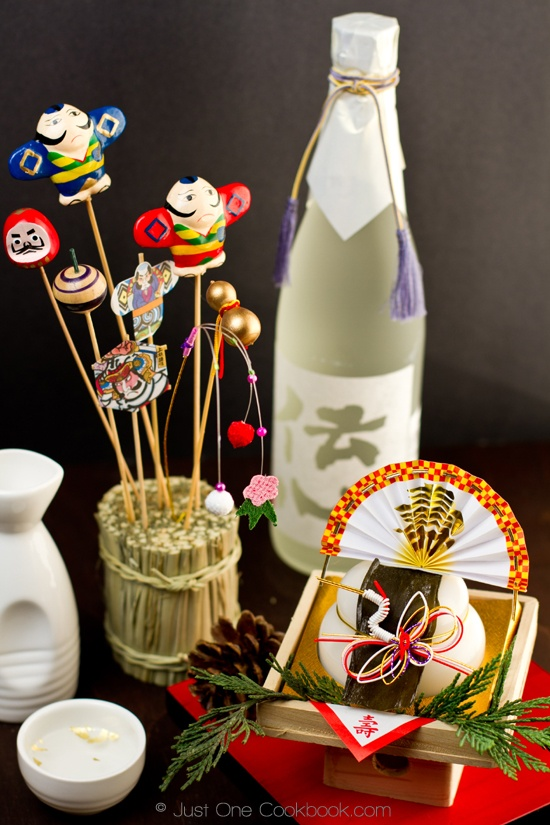 Japanese New Year's Decoration, Kagami Mochi (Giveaway ends 1/15/12)