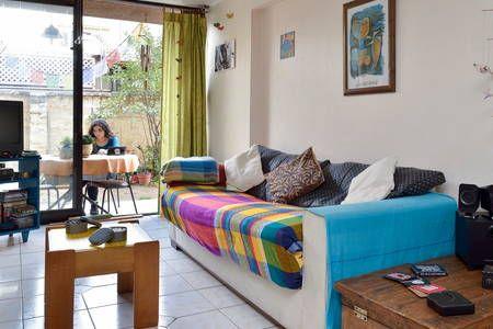 Échale un vistazo a este increíble alojamiento de Airbnb: Amplia Habitación con baño privado - Departamentos en alquiler en Ñuñoa