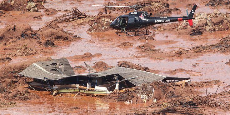 MG - BARRAGEM/MG/ROMPIMENTO/CORREÇÃO - GERAL - ATENÇÃO: CORREÇÃO DE LEGENDA. Estragos   causados em Bento Rodrigues, distrito   de Mariana, em Minas Gerais, que foi   atingido por rejeitos de mineração   depois de rompimento de duas     barragens da empresa Samarco. O     distrito tem aproximadamente 600     moradores. A sala de apoio do Batalhão     de Operações Aéreas de Corpo de     Bombeiros de Minas Gerais informou     nesta sexta-feira, 6, que cerca de 500     pessoas já saíram ou…