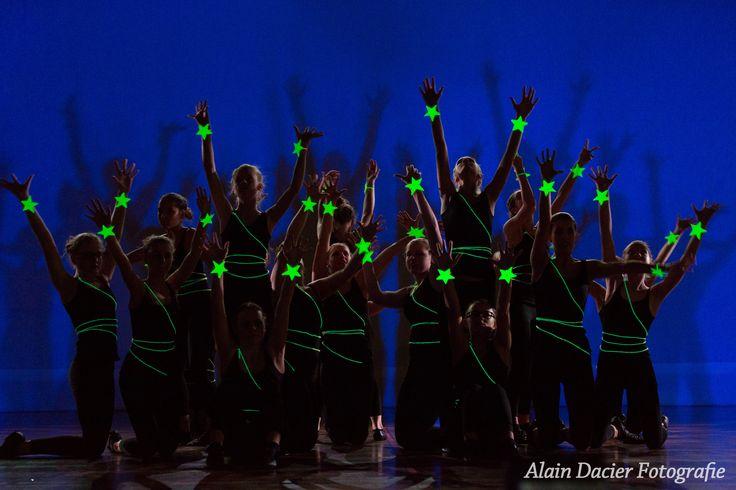 Jazz dans Limbricht!  Dansen met passie, plezier, creativiteit, energie, intensiviteit.. Een echt groepsgevoel, een echte band!!   Grijp je kans en dans!! Schrijf je snel in..  Voor meer informatie: www,jazzdans-limbricht.nl