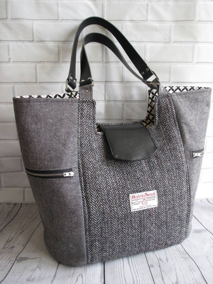 Borsa Tote grande in Harris Tweed ed Essex lino con cinturini in pelle e 4 ampie tasche di SimpleeLovelee su Etsy https://www.etsy.com/it/listing/507495609/borsa-tote-grande-in-harris-tweed-ed