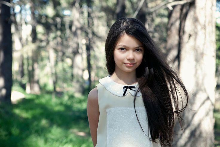 Nikki Hahn, девочка, волосы темные, глаза серые, 2