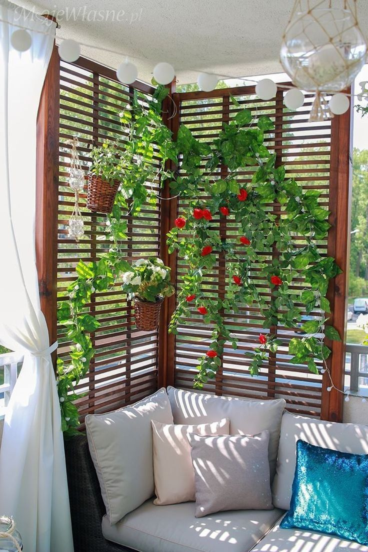 Wonderful Small Apartment Balcony Decor Ideas with Beautiful Plant
