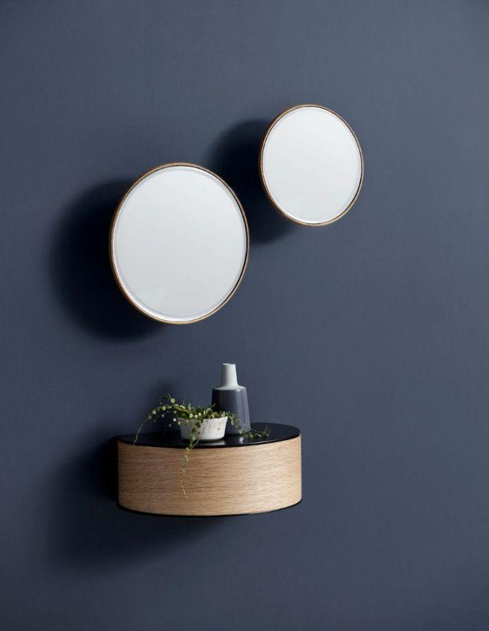 A La Fois Etagere D Appoint Tiroir Pour Ranger De Petits Objets Et Element De Decoration A L A Murs De Miroirs Antiques Decoration Murale Miroir Miroir Mural