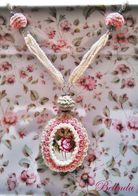 Vintage tavaszköszöntő nyaklánc - horgolt bogyóval, kaboson rózsával, Ékszer, óra, Nyaklánc, Meska Crochet neclace, rose, cabochon 1950 Ft