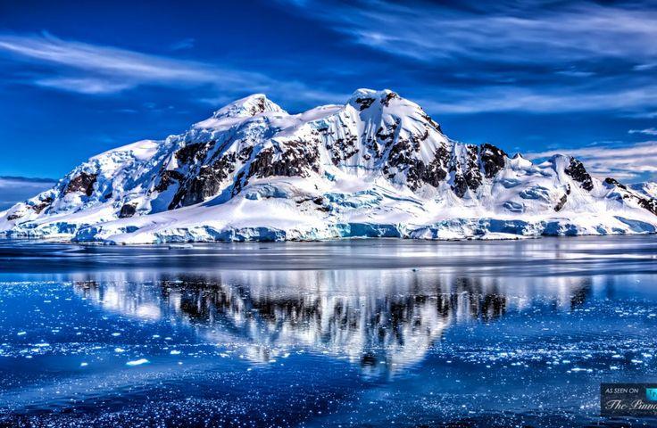 de la Antártida Polar Paradise Bay - Frígida Todavía aguas con reflexiones hermosas