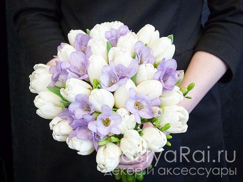 Букет невесты из тюльпанов и фрезий