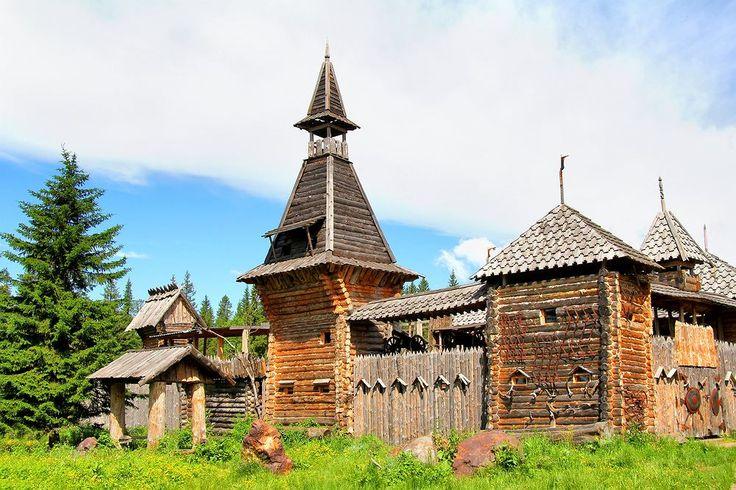 Słowianie są jedną z indoeuropejskich grup etnicznych zamieszkujących Europę. Są także uważane za grupę językową, posługującą się językami słowiańskimi pochodzącymi od jednego, spójnego, prasłowiańskiego korzenia, który jest pochodnym korzenia praindoeuropejskiego.