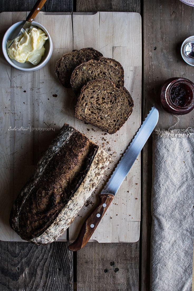 Beautiful composition for bread photography - Pan de semillas e integral en molde - Bake-Street.com